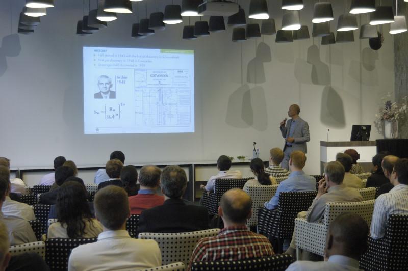 Oskar Kelder Presenting